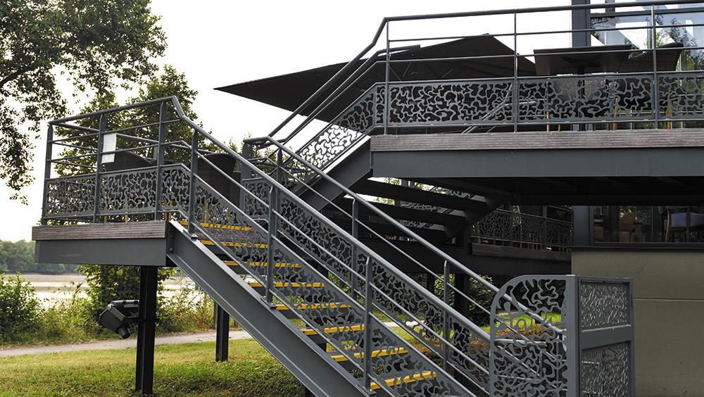 Escaliers et garde-corps au Restaurant Le Merci
